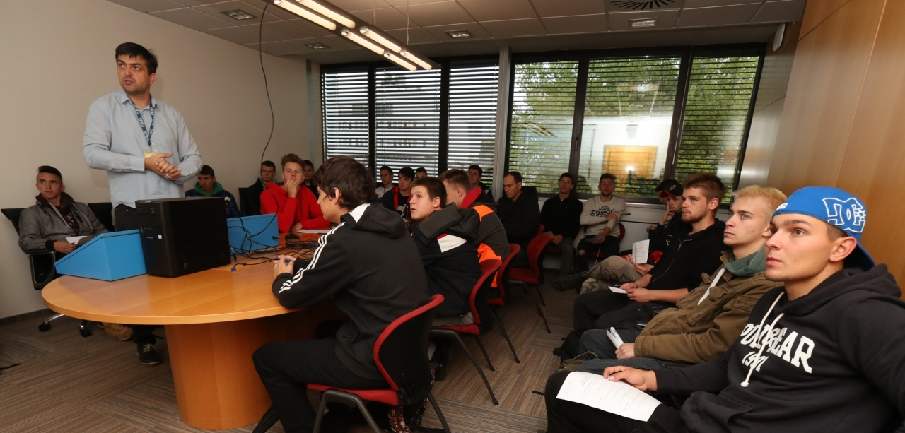 Mladi na letošnjem Elektrofestu spoznavali simulacijo delovanja NEK