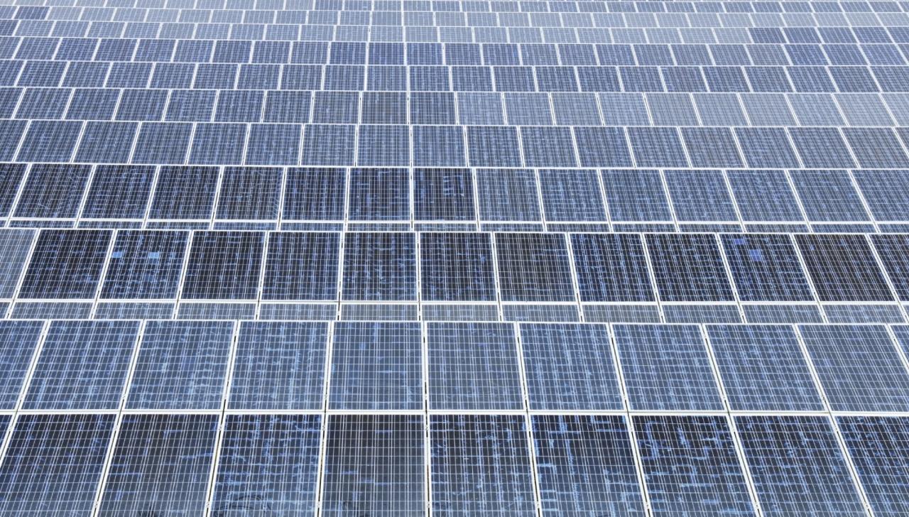 Največja plavajoča sončna elektrarna vključena v omrežje